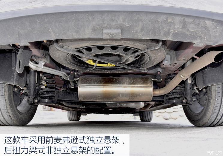 而在噪音方面,这台车的发动机噪音控制很好,行驶时从车头处传来的声音
