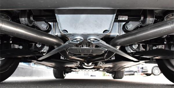 而在底盘方面,全新宝马x5依旧采用前双叉臂独立悬架,后多连杆独立