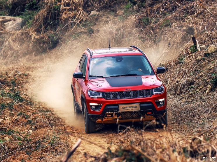 广汽菲克Jeep 指南者 2017款 200TS 自动高性能四驱版