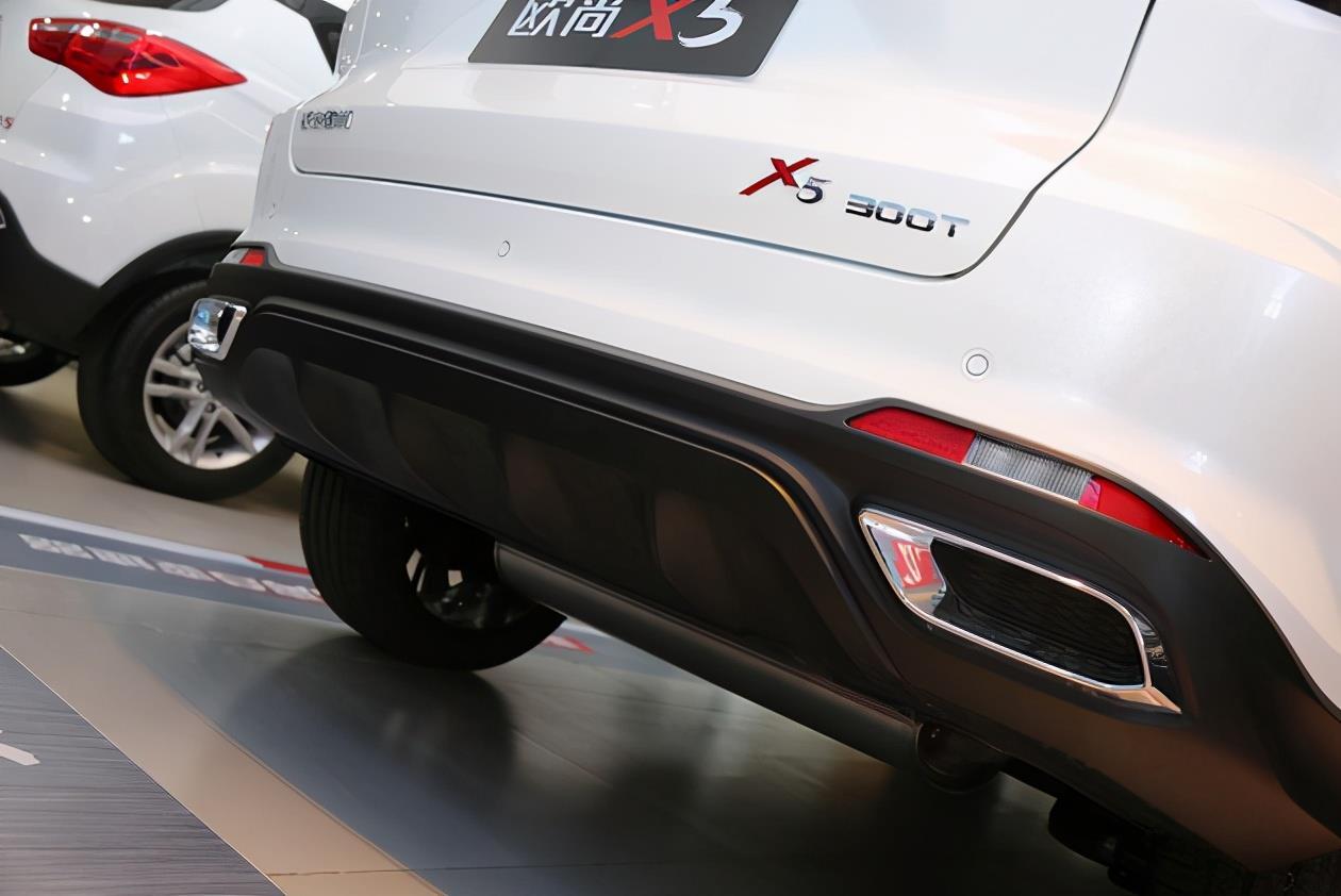 時尚與實用兼具 長安歐尚X5車型到店實拍
