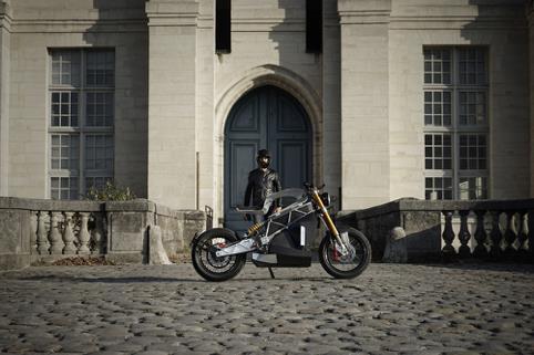 極致美感的電動摩托車改裝,油箱的設計脫離燃油車的限制