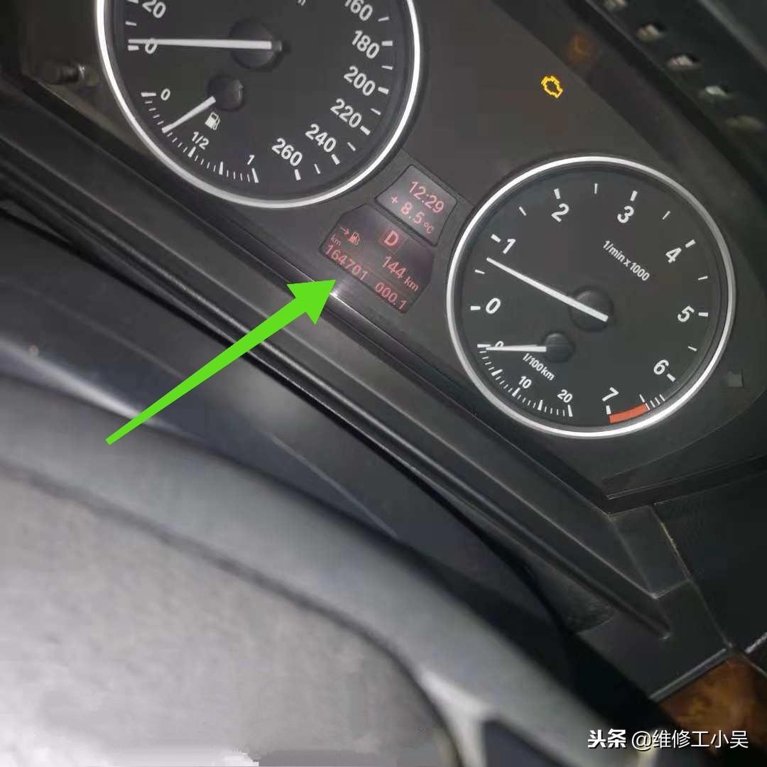 16萬公里的寶馬讓車主嘆氣,放出2升變速箱油,新加入7升才夠!