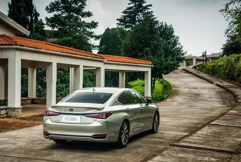 富有極致行駛質感的藝術品——雷克薩斯全新ES試駕報告