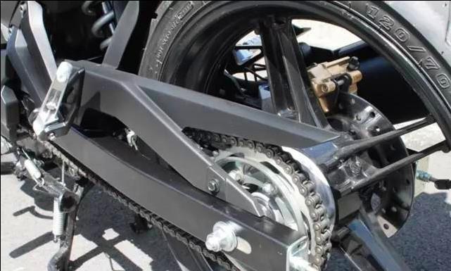 雅馬哈高性能彎梁車,搭載R15同款引擎,超強低扭,適合都市代步