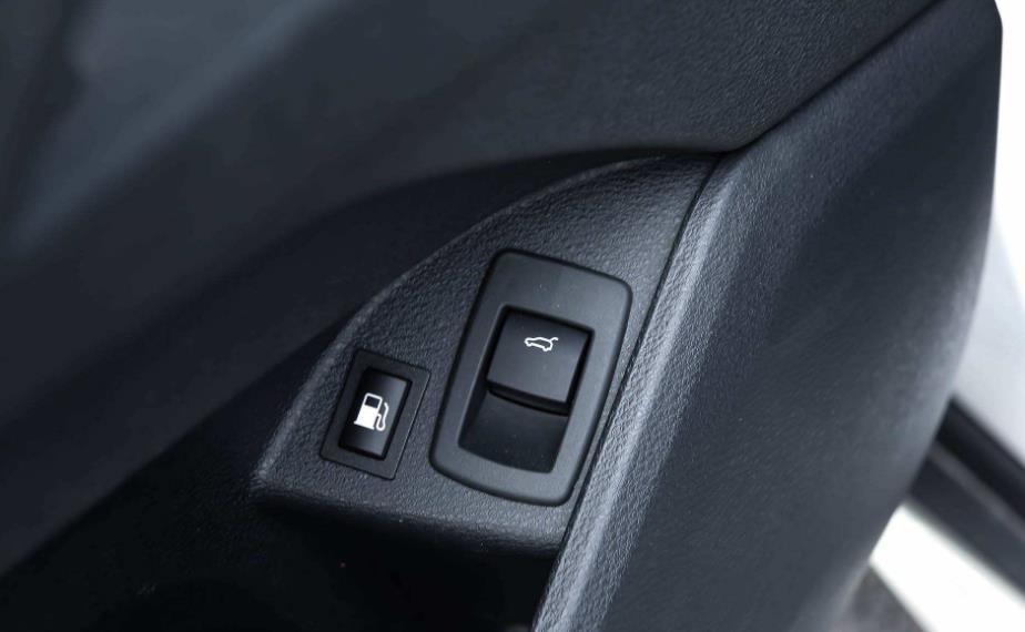 汽车后备箱怎么打开,细数各种开关设计