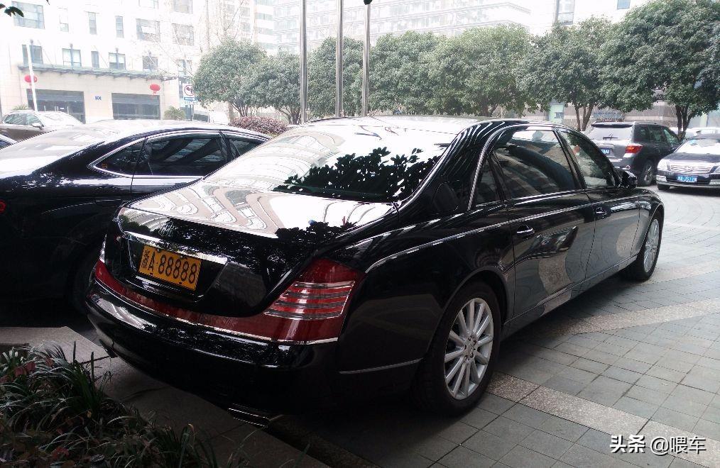 浙江知名的邁巴赫62S,車牌價值百萬,曾用在面包車上