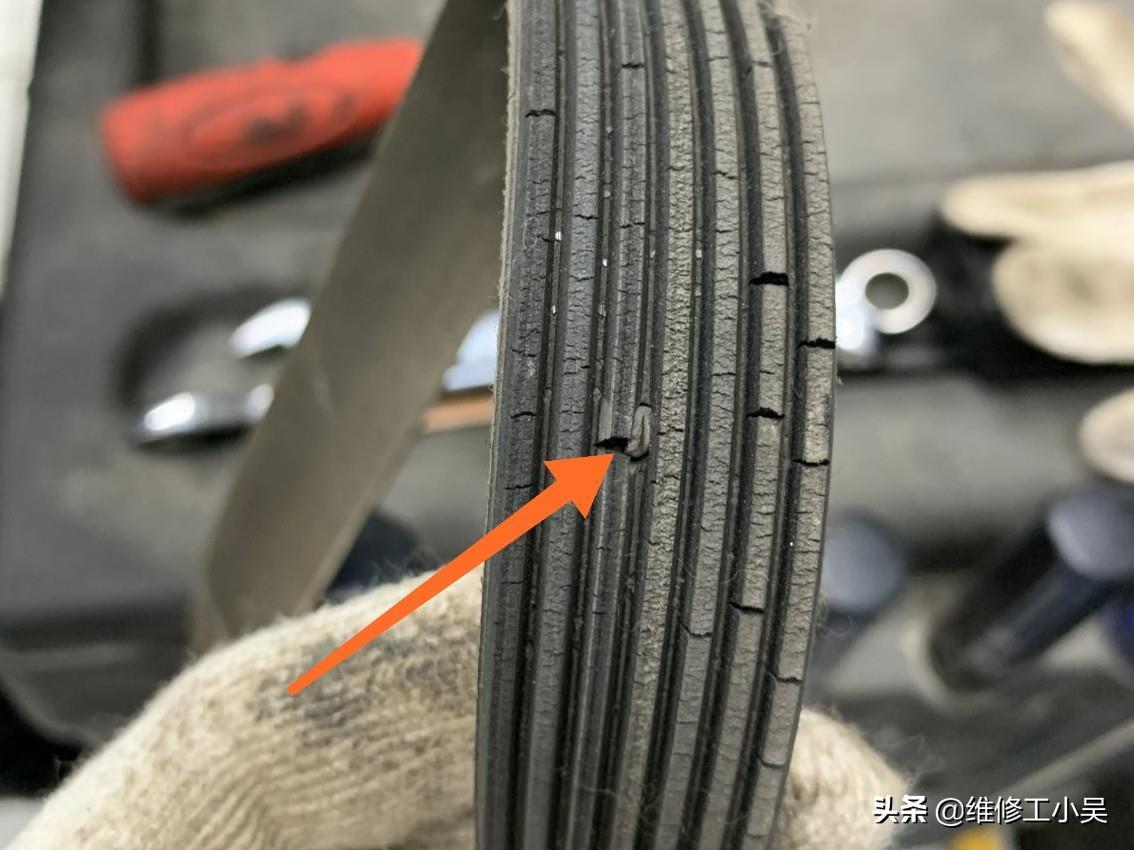 16萬公里的豐田維修,皮帶張緊輪很難拆卸,這讓老師傅頭疼