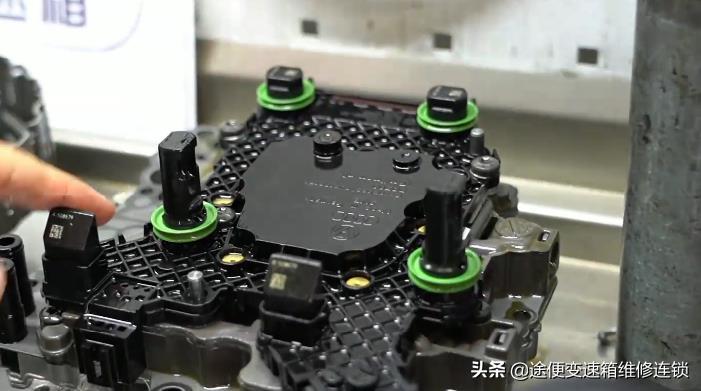 奧迪Q3變速箱故障燈亮,維修雙離合機電單元怎樣才能避免花大錢