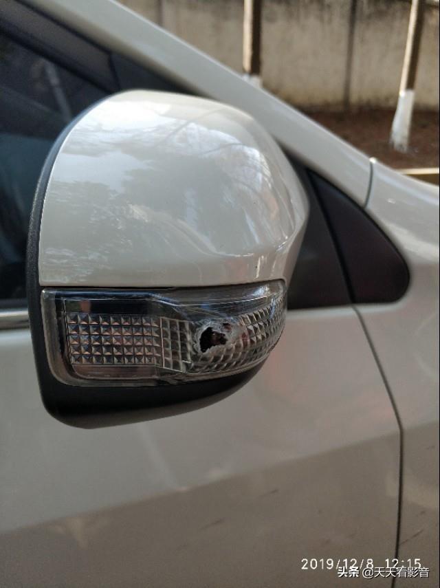 怎样替换后视镜灯(轿车后视镜转向灯替换)【轿车年代网】