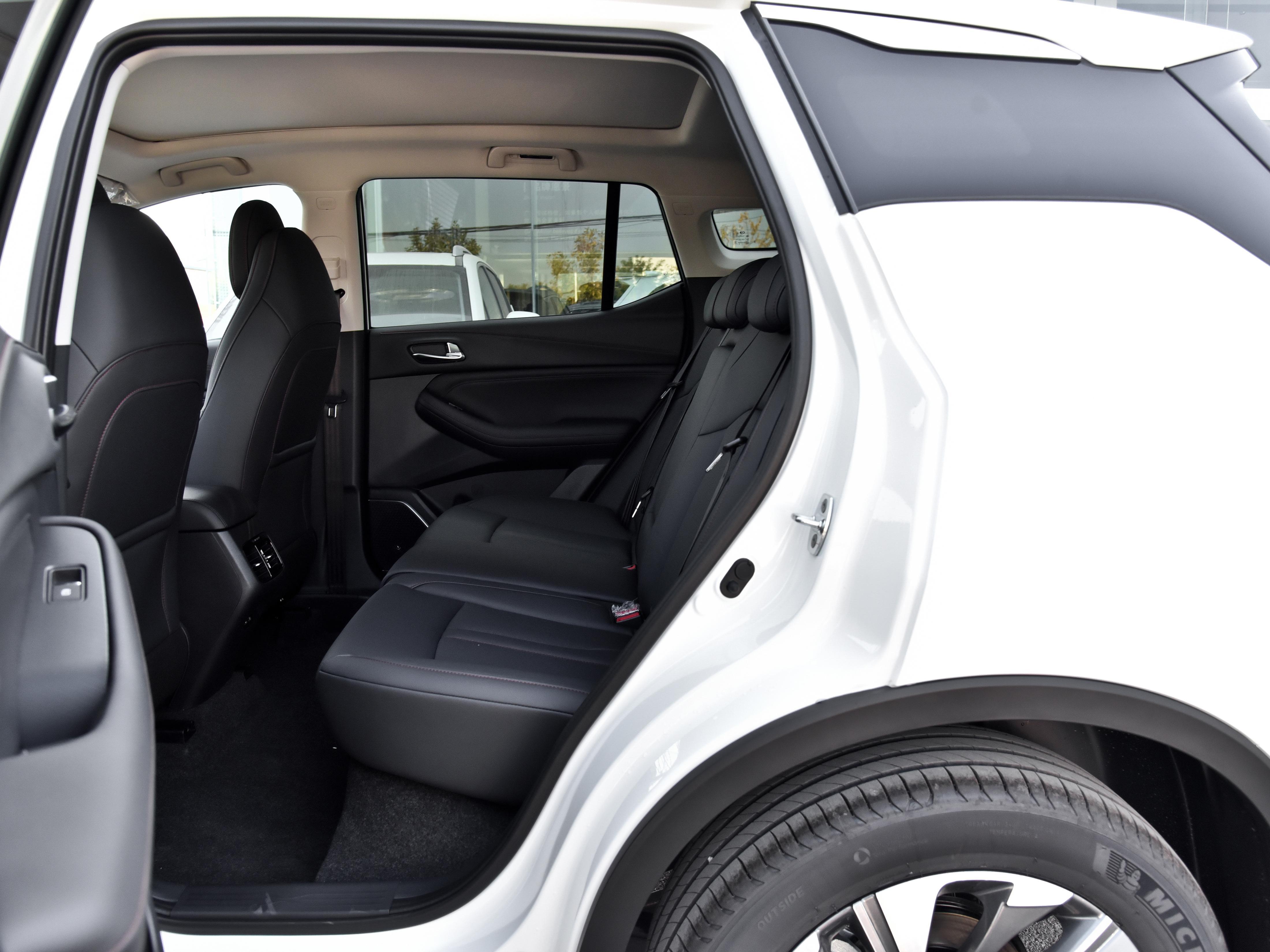换上6AT自动挡,油耗不高,空间大的SUV,带你看传祺GS4
