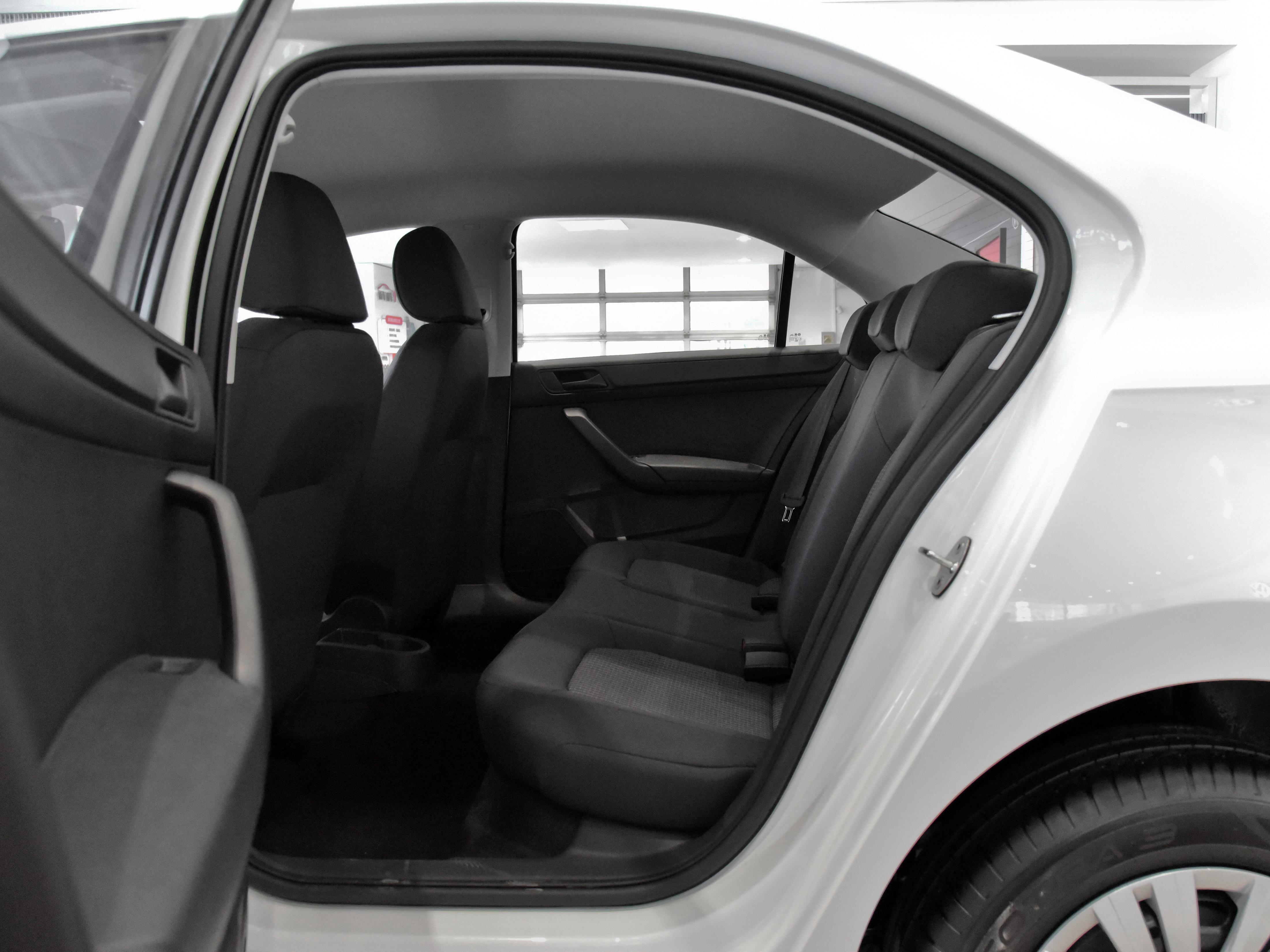 经典的造型,1.5L手动挡,油耗低配件便宜,实拍桑塔纳