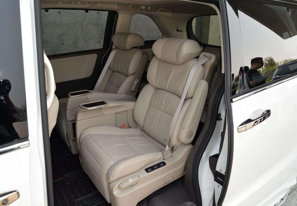 油耗低至5.8L,三排7座驾乘舒适,日系混动MPV车型如何选?