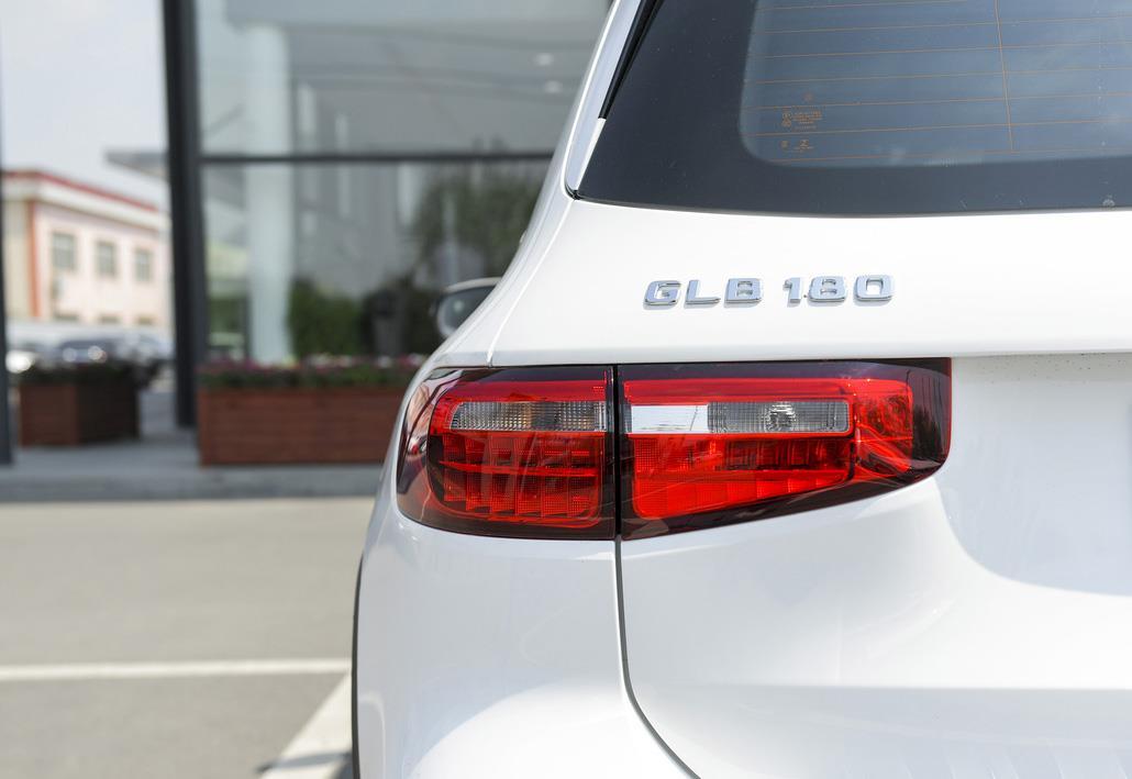 29万多的奔驰GLB 180,仅配卤素大灯,你买吗?