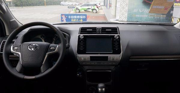 丰田霸道车身硬派越野车,2018款国产普拉多仅售44.38万起