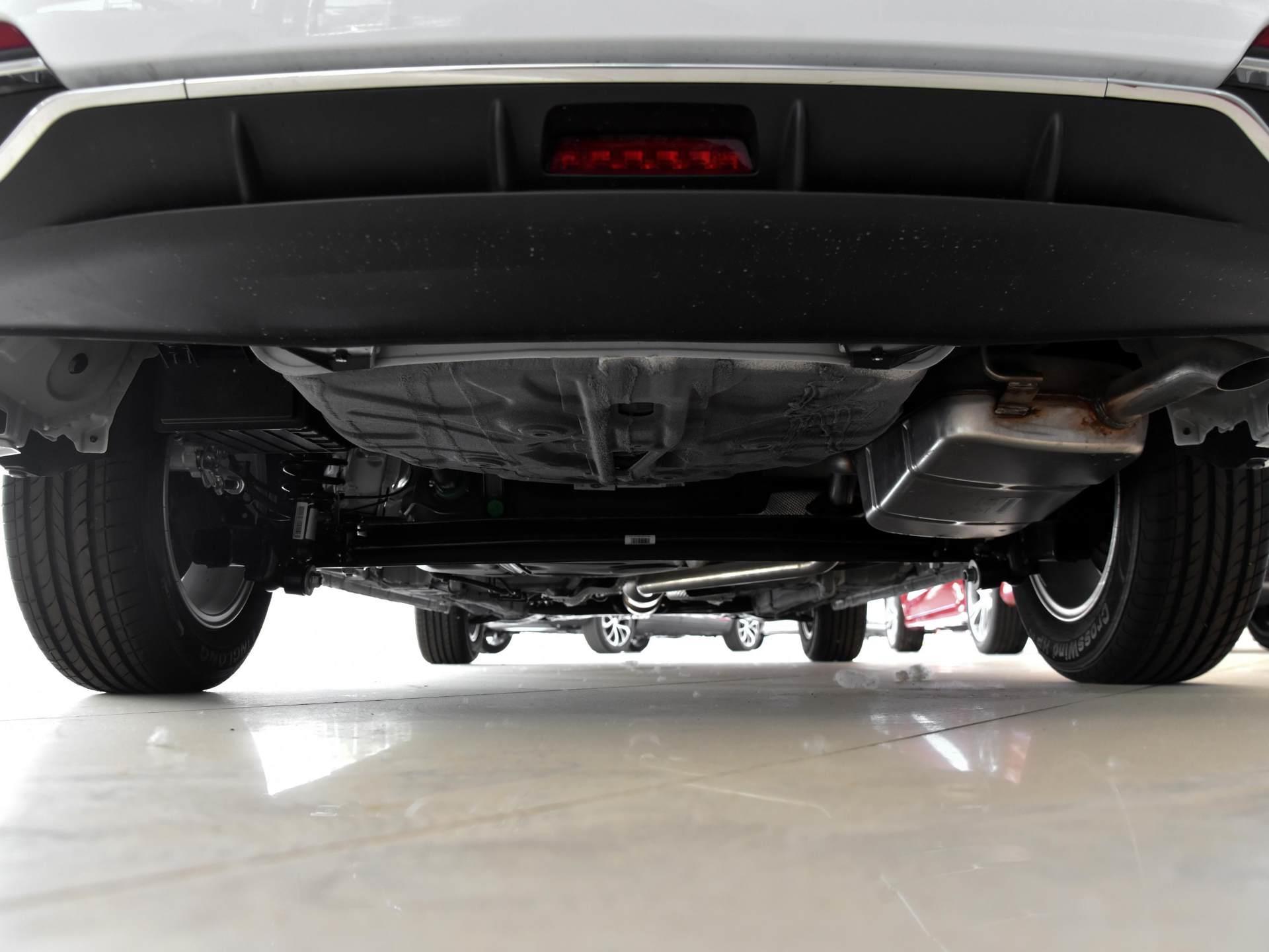 比合资小车更大的国产家轿,油耗不过6L还便宜,带你看吉利帝豪