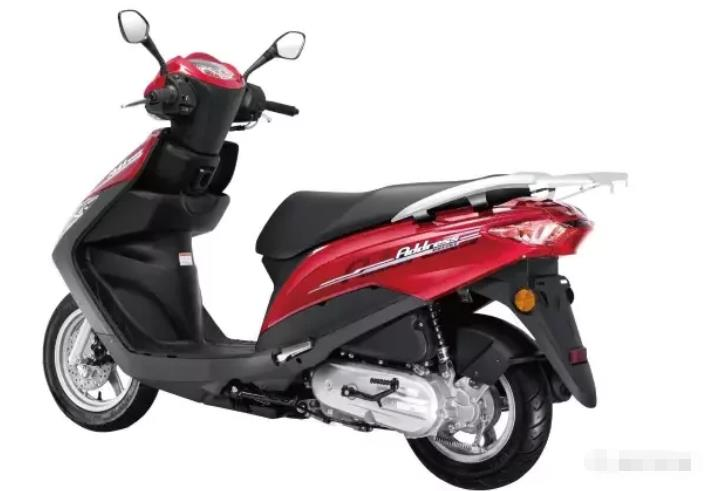 适合代步的125级踏板,电喷发动机功率6.9kW,坐桶可容纳一顶全盔