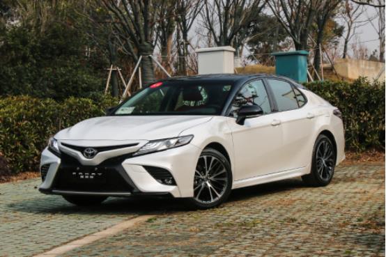 车身长4.88米油耗降低 2018款第八代凯美瑞仅售17万起
