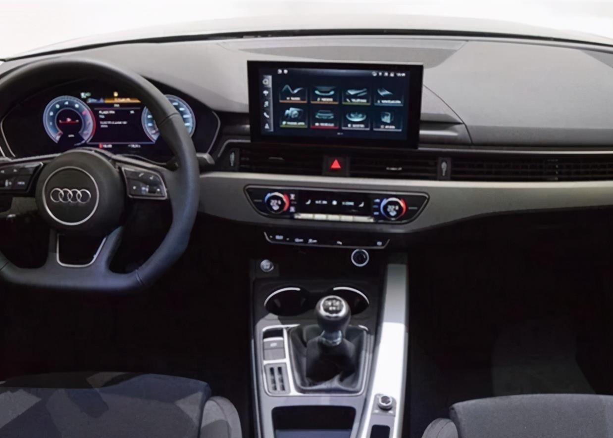 低配版奥迪A4提车!落地22万,2.0T引擎 手动6速,运动套件真帅气