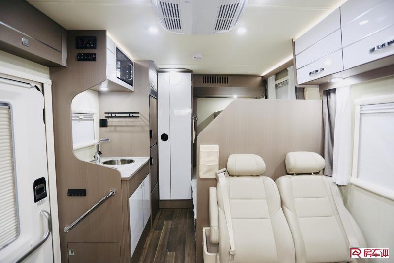 售价37万还送400AH锂电的V90底盘C型房车