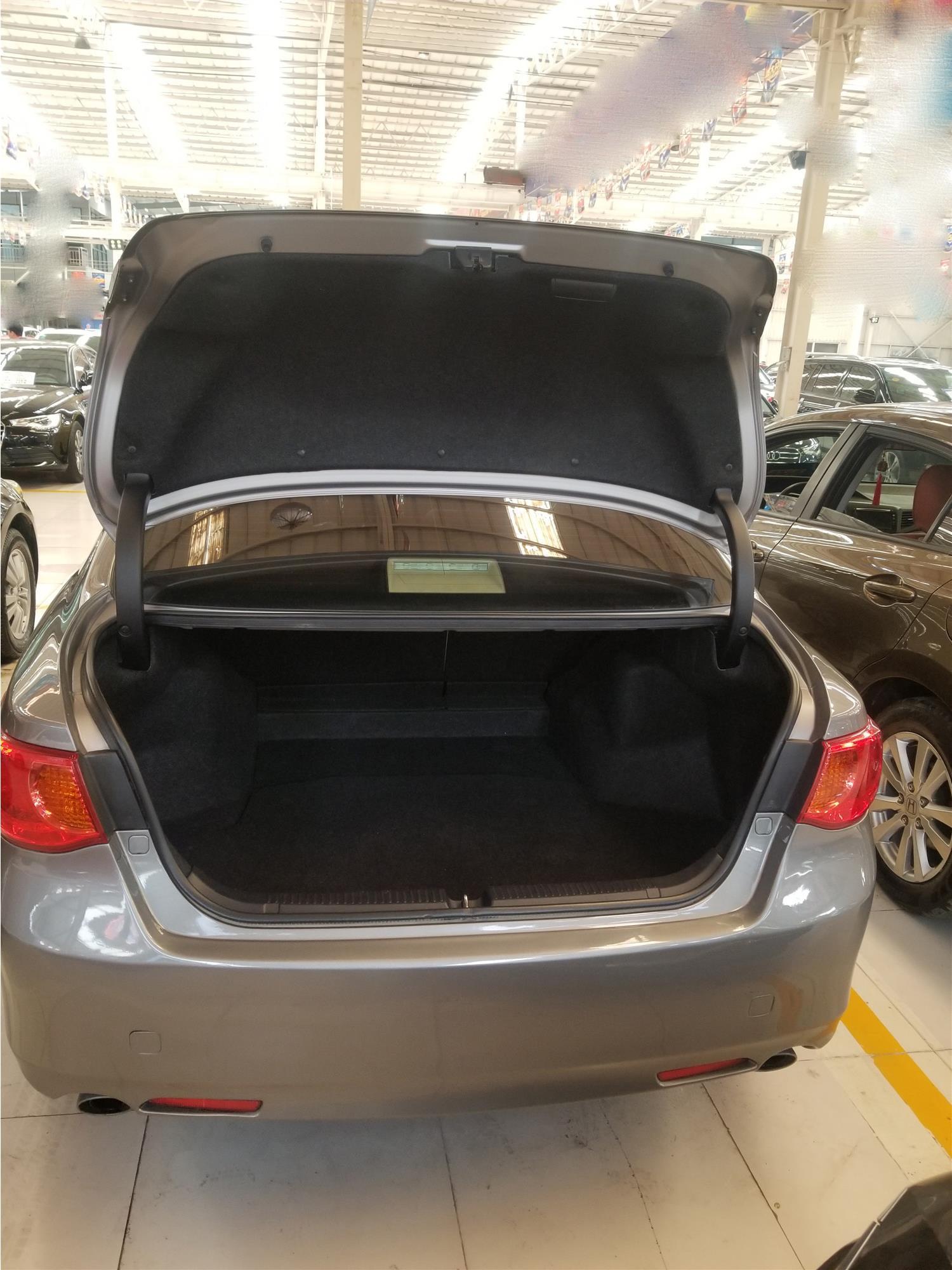 外表光鲜亮丽的丰田锐志,七年七万公里,售价:11万你怎么看
