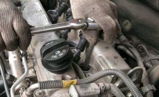 汽车保养时,火花塞多少公里更换性价比最高