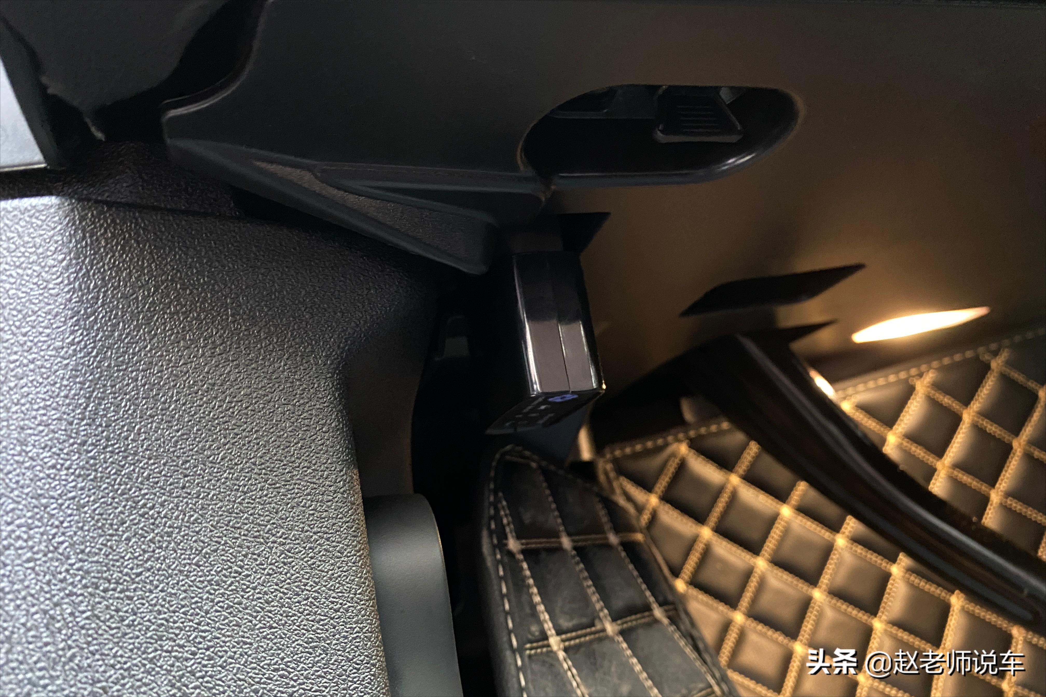 百万级别的宝马X5是被隐藏功能最多的车型,实用的就有15项