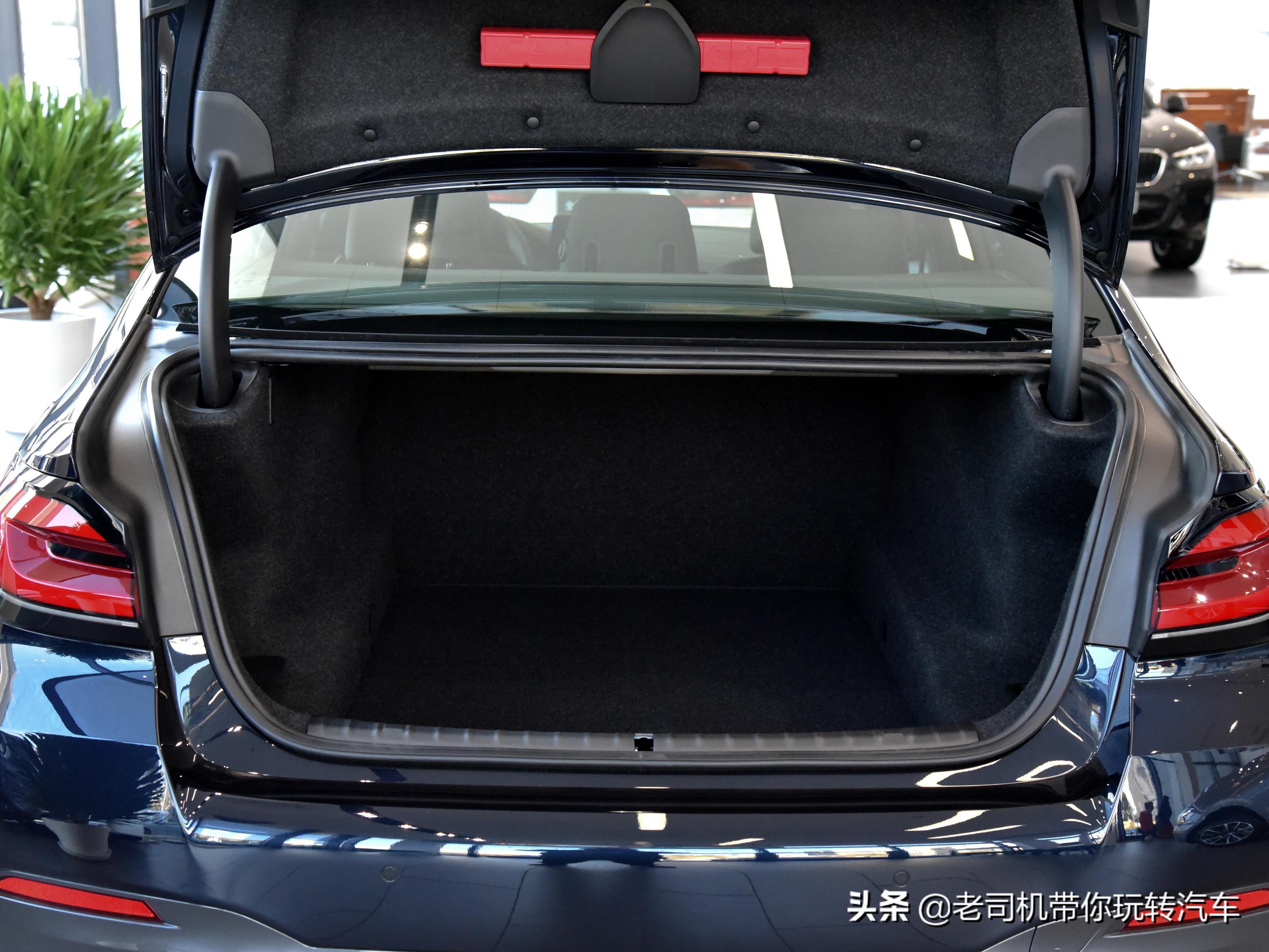 行政级豪华轿车,原装进口高配,2.0T自动挡,带你看进口宝马5系