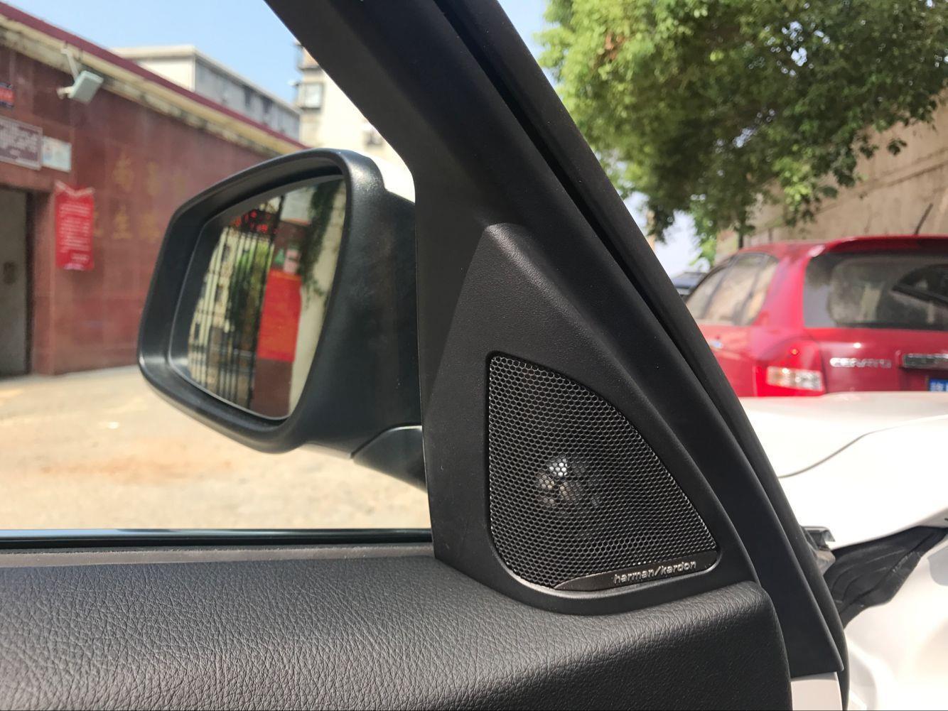 宝马320新增高音头,倒车影像加装,用最少的钱得到最好的效果!